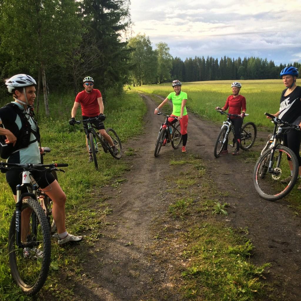 Kvällens gäng minus Linnea som avvek lite tidigare för att orka cykla hem.