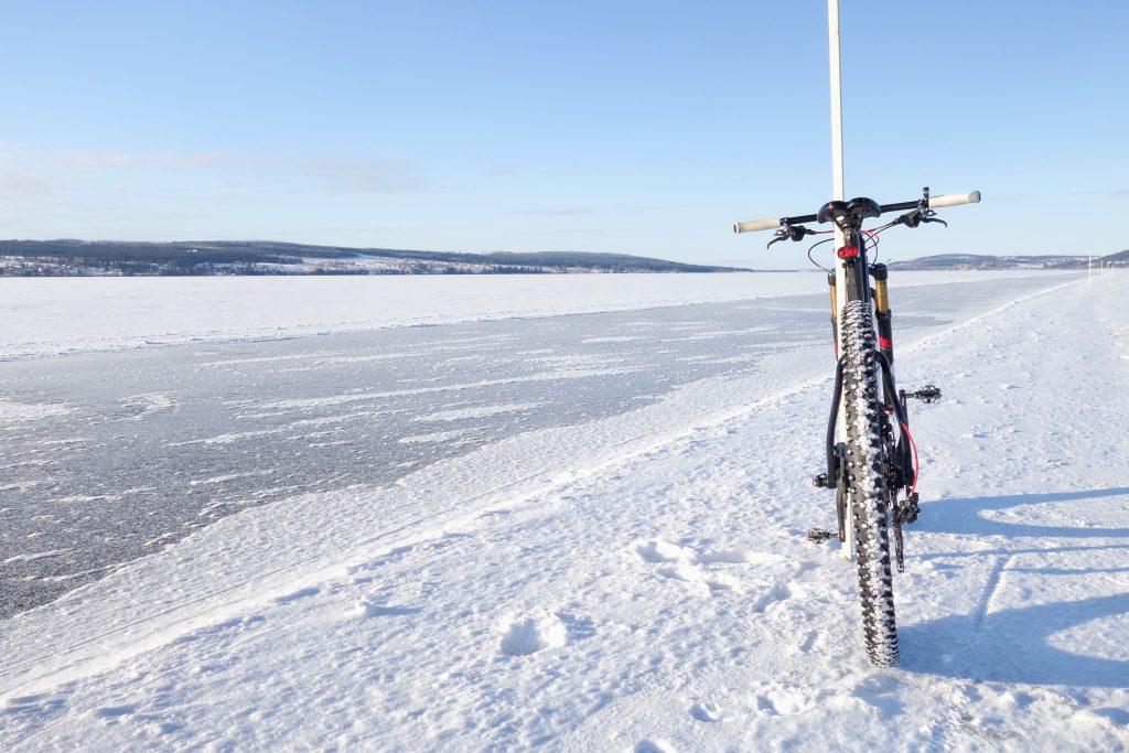 Om vintercykling – fatbike eller mountainbike