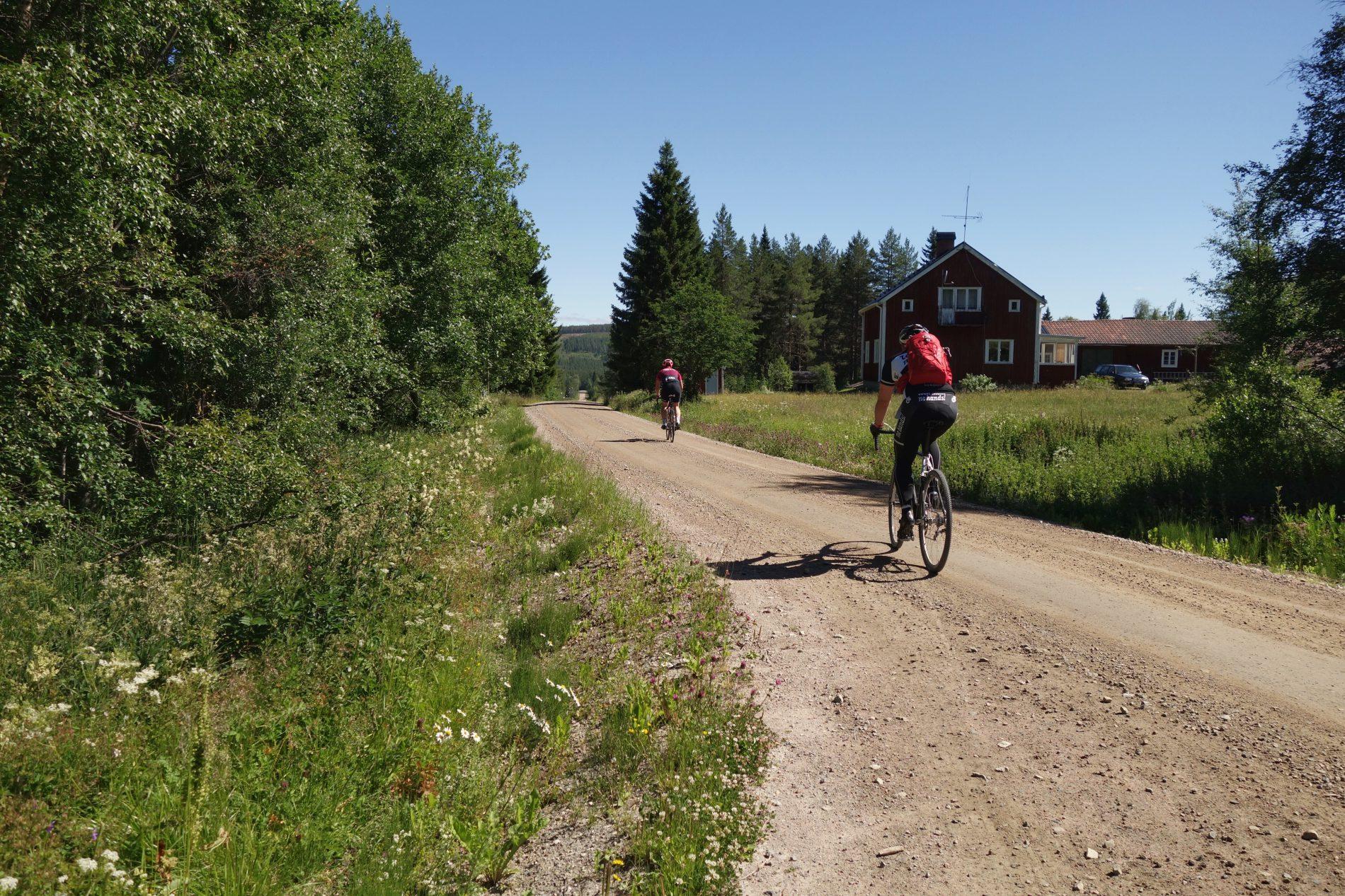 Roads like these – om oändliga grusvägar på cross